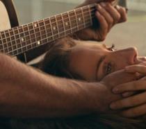 A Star is Born: una canzone inedita per una versione estesa del film, l'anteprima di Clover