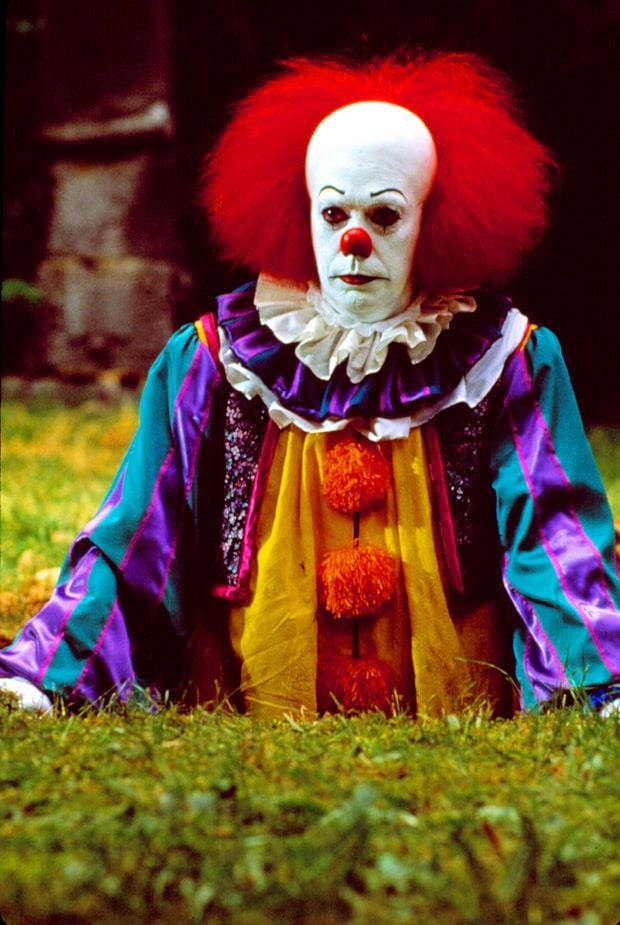 Pennywise, il clown del film It a figura intera