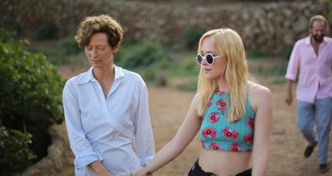 Dakota Johnson e Tilda Swinton in A Bigger Splash di Luca Guadagnino