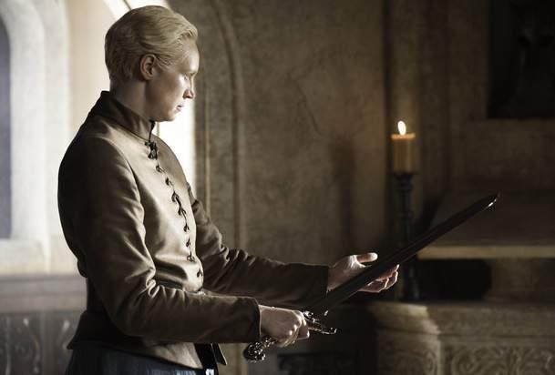 Brienne con la spada Oathkeeper