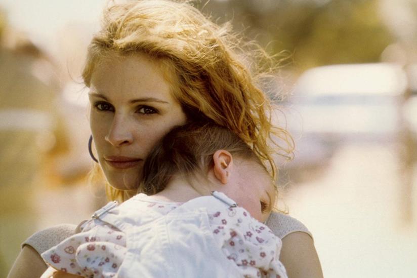 Julia Roberts in una scena del film Erin Brockovich