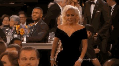GIF di Leonardo DiCaprio e lo sconto con Lady Gaga