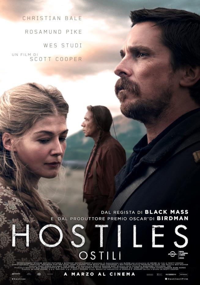 Christian Bale, Rosamund Pike e Wes Study nel manifesto italiano di Hostiles - Ostili