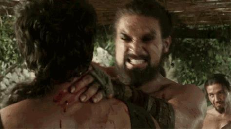 Khal Drogo uccide un dothraki a mani nude