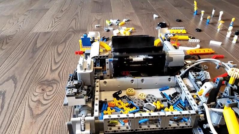 Dettagli dell'aspirapolvere funzionante costruita con i mattoncini LEGO