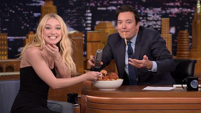 Dakota Fanning ospite da Jimmy Fallon
