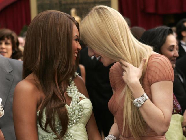 Primo piano di Beyoncé e Gwyneth Paltrow sorridenti