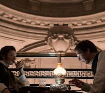 Edison - L'uomo che illuminò il mondo, la recensione: la rivalità tra due geni è illuminata da un grande regia