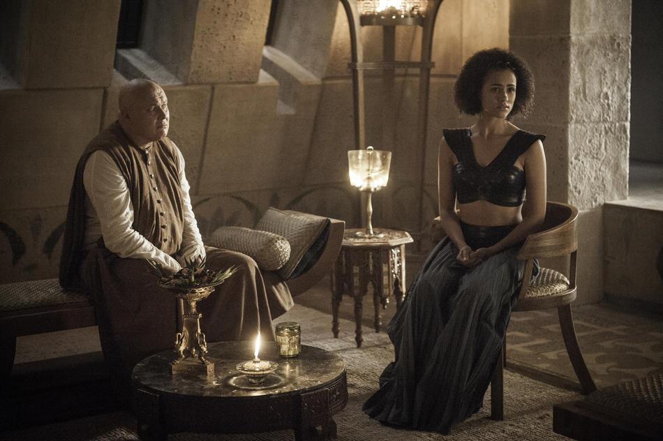 Varys e Missandei in Game of Thrones