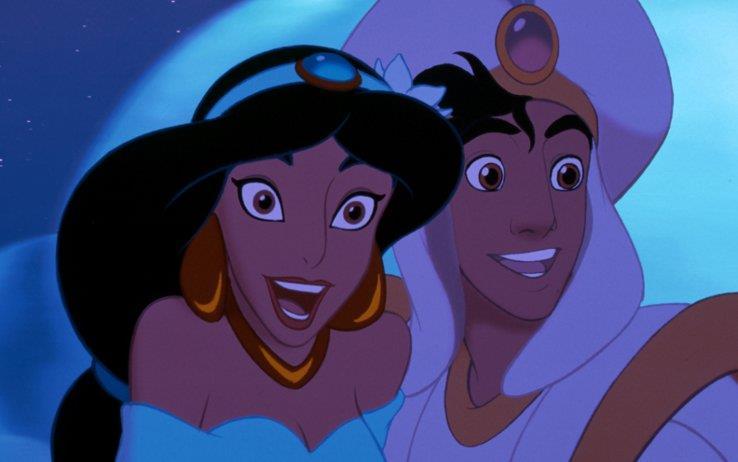 Jasmine e Aladdin sorridenti sul tappeto magico