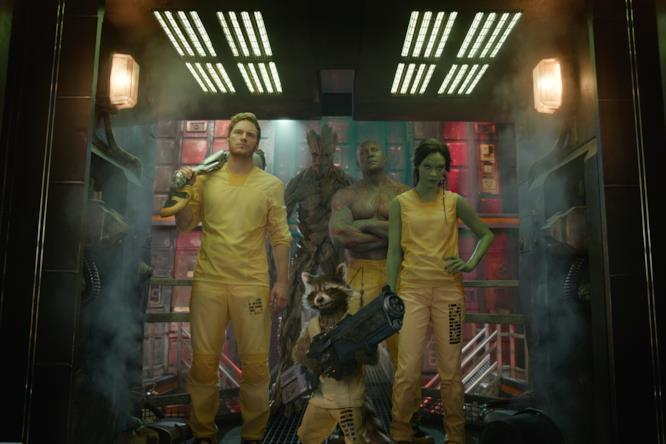 I Guardiani della Galassia nelle loro uniforme gialle da carcerati