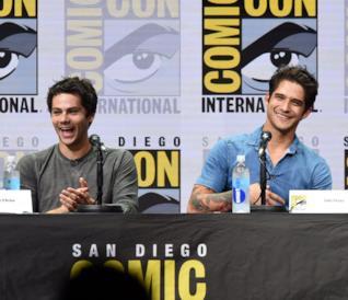 Il cast di Teen Wolf in posizioni buffe al Comic Con di San Diego