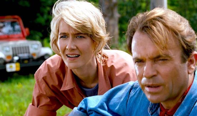 Sam Neill e Laura Dern in una scena di jurassic Park