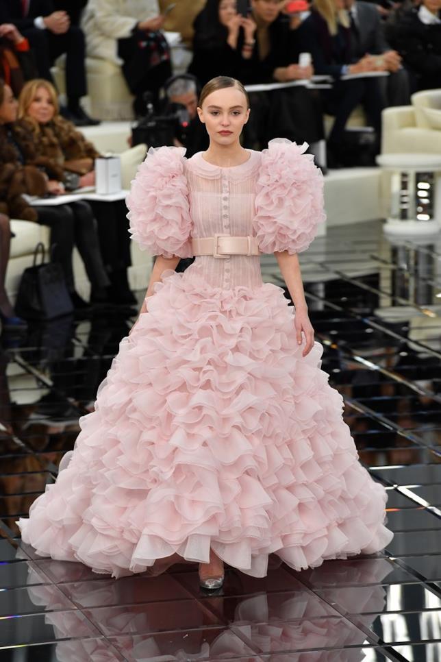 Lily-Rose Depp, l'abito da sposa rosa per Chanel