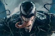 Un primo piano di Venom nel poster del film