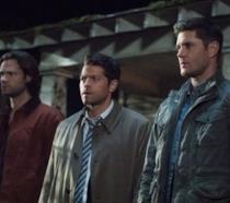 Misha Collins, Jensen Ackles e Jared Padalecki in una scena della serie Supernatural