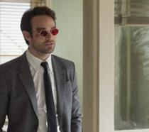 Un primo piano di Charlie Cox nei panni di Matt Murdock nella serie TV dedicata a Daredevil
