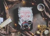 Un'immagine della copertina originale del libro Figli di sangue e ossa di Tomi Adeyemi