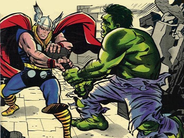 Thor e Hulk si contendono Mjolnir nei fumetti