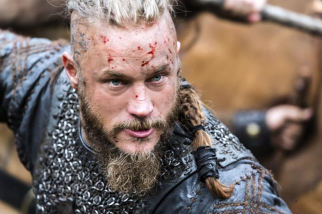 Travis Fimmel in una scena di Vikings