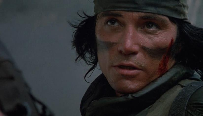 Sonny Landham in una scena di Predator