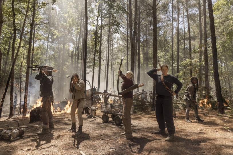 The Walking Dead 10x01: l'incendio e la lotta contro gli zombie