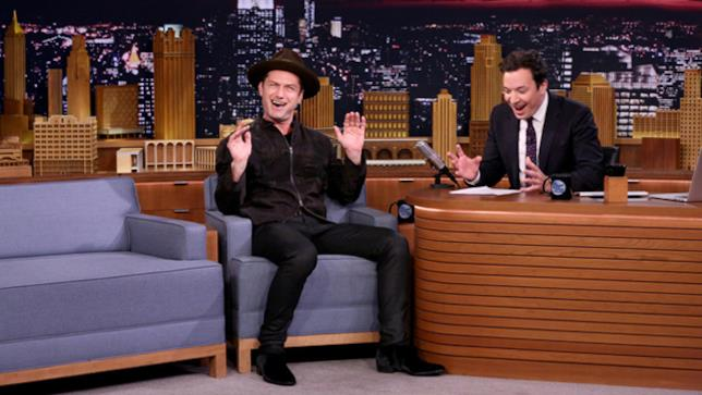 Jude Law al The Tonight Show con Jimmy Fallon
