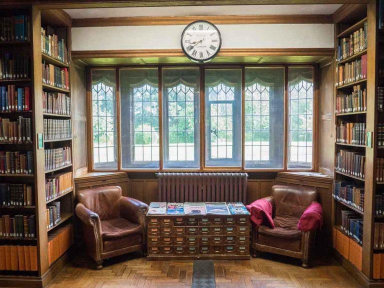 Primo piano di una delle sale relax della Gladstone's Library