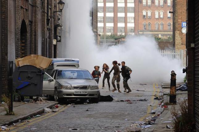 I protagonisti di 28 Settimane Dopo cercano di scappare dal gas mortale