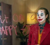 Joker davanti lo specchio nel camerino del Murray Show