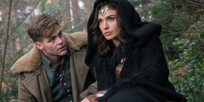 Diana e Steve Trevor in una scena Wonder Woman