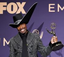 L'attore di Pose Billy Porter stringe la statuetta dell'Emmy