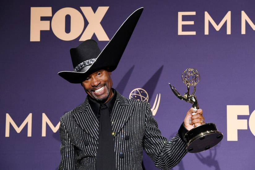 L'attore di Pose Billy Porter stringe la statuetta dell'Emmy