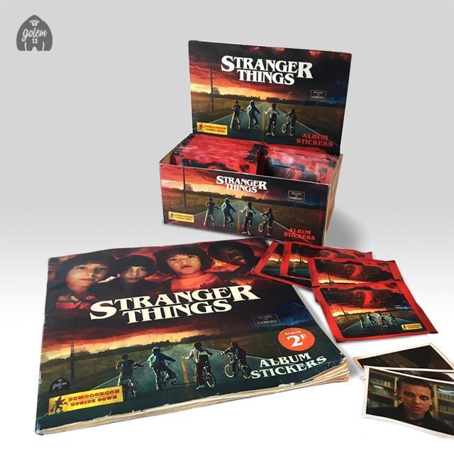 Stranger Things: l'espositore, l'album e le figurine in stile Panini realizzati da Golem13