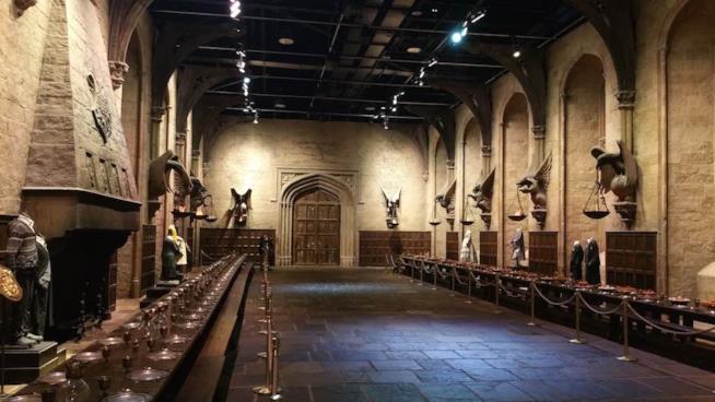 Primo piano della Sala Grande di Hogwarts ricostruita nei Warnes Bros. Studio Tour di Londra