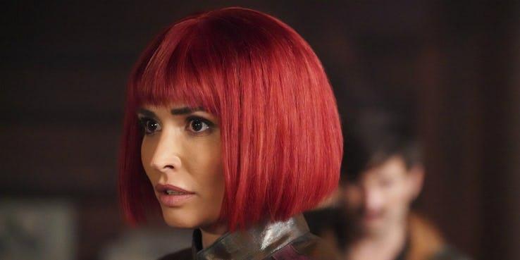 Il personaggio di Izel dai capelli rossi