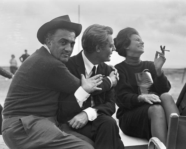 Fellini, Mastroianni e Loren sul set di 8 e 1/2