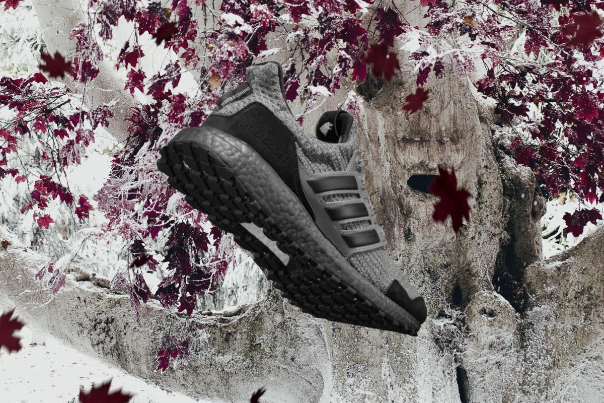Una veduta posteriore delle Adidas di Game of Thrones dedicate agli Stark