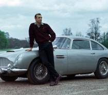 Sean Connery sul set di Goldfinger, il terzo 007