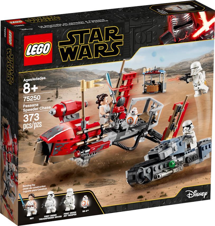 Nell'immagine del box LEGO Rey e BB-8 sono su uno speeder rosso inseguiti da un soldato del Primo Ordine