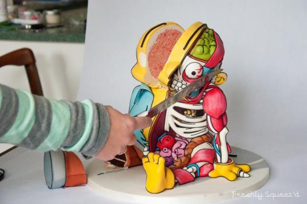 La torta di Ralph Winchester mente viene tagliata