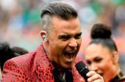 Robbie Williams si esibisce ai Mondiali