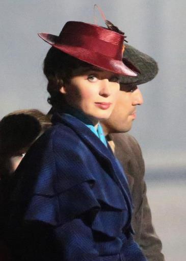 Un primo piano di Emily Blunt nel ruolo di Mary Poppins