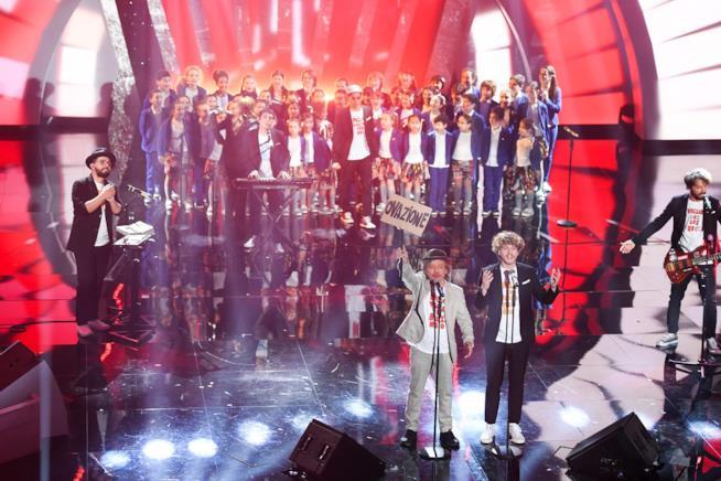Lo Stato Sociale a Sanremo con il Coro dell'Antoniano e Paolo Rossi