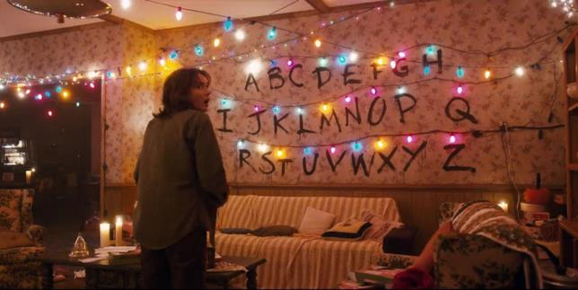 Winona Ryder nella casa Byers in Stranger Things