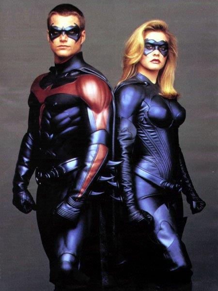 Mezzibusti di Chris O'Donnell e Alicia Silverstone in costume da Robin e Batgirl