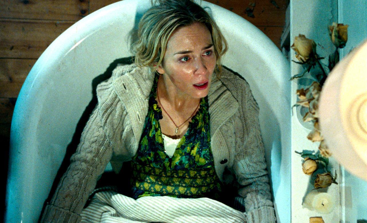 Emily Blunt nella vasca in A Quiet Place - Un posto tranquillo