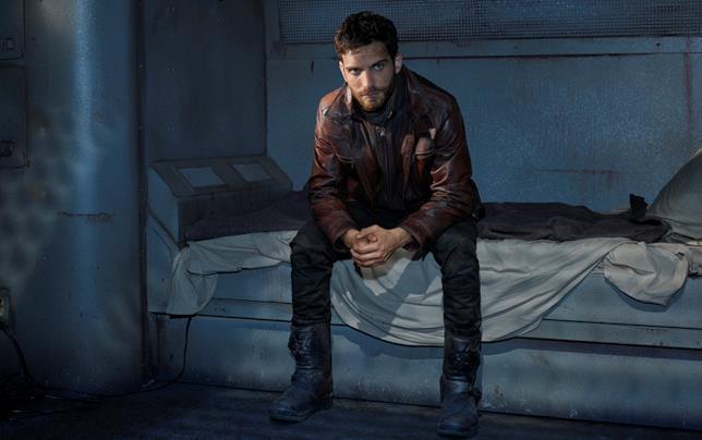 Il misterioso Deke in una scena di Marvel's Agents of S.H.I.E.L.D.