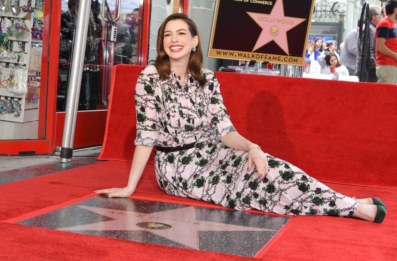 Anne Hathaway in posa per i fotografi