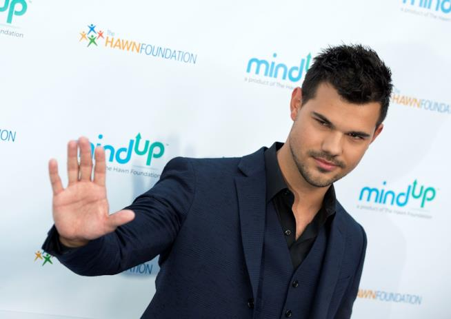 Taylor Lautner è Cassidy Cascade in Scream Queens 2